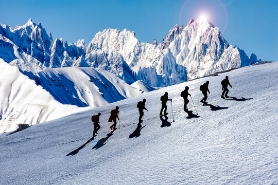 Professional and compatible Hiking and climbing team