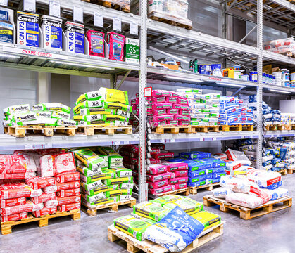 Sale of dry building mixes in a construction store