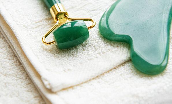 Face massage jade roller