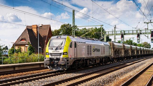Deutschland , 03.09.2020 , Luckau , Moderne Duallokomotive der Baureihe 159 welche mit Dieselmotor aber auch als Elktrolokomotive fahren kann