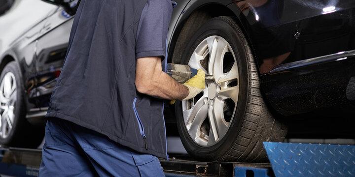 Reifenmontage in der Autowerkstatt