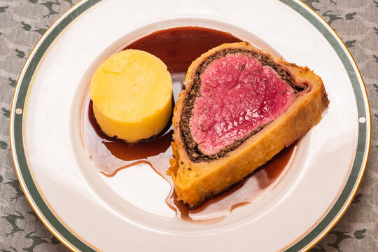 Fillet of Beef Wellington with Red Wine Gravy