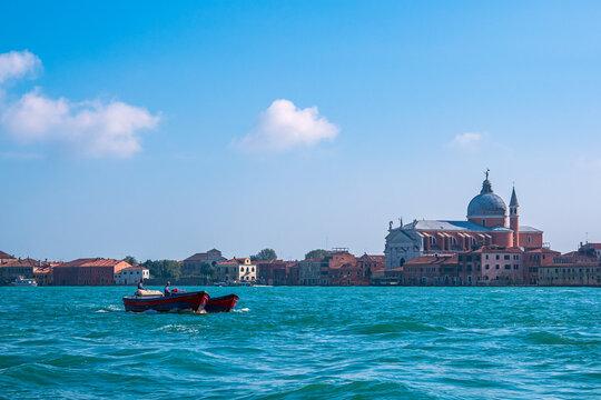 Blick auf historische Gebäude in Venedig, Italien
