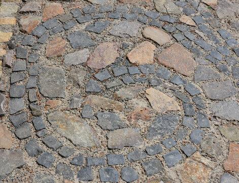 Spiralförmiges Muster aus Stein