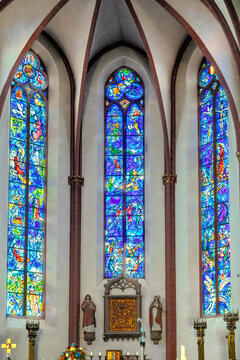 tained glass windows by Marc Chagall in the apse of the Collegiate Church of St. Stephan. The church was built in 1267-1340. The windows was created in 1978-1985.