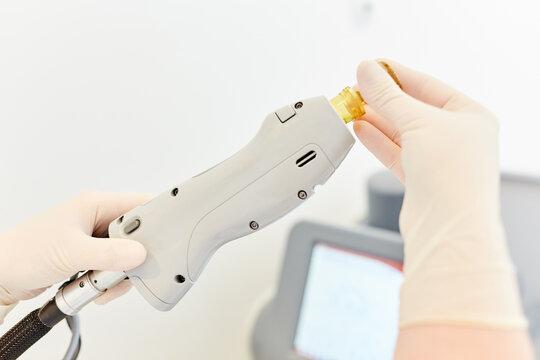 Hand präpariert Alexandritlaser für Laserepilation