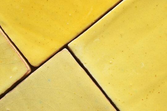 Rustikale gelbe Fliesen