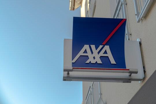 Deutschland , Calau , 03.03.2021 , Schild der AXA Versicherung an einer Fassade