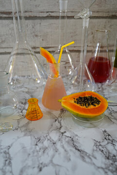 Gin cocktail with papaya and lime