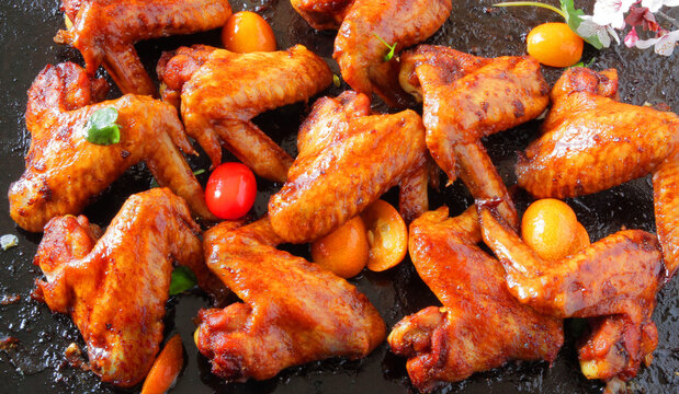 fried barbecue chicken wings marinated in spices with hot pepper and lemon.
