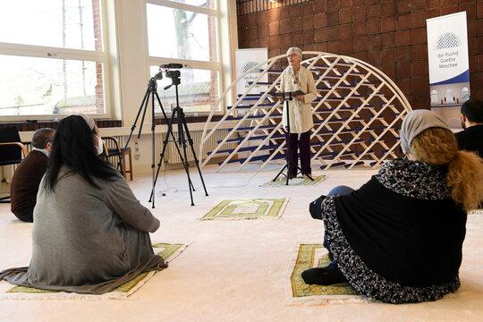 Female imam Manaar leads a prayer in Berlins Ibn-Rushd-Goethe mosque