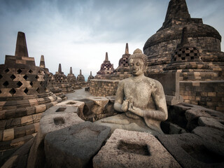 Obraz Ancient ruins of Borobudur, a 9th-century Mahayana Buddhist temple in Magelang Regency near Yogyakarta in Central Java, Indonesia. - fototapety do salonu