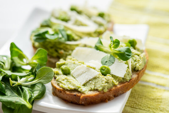 green food open sandwich green dip bread spread avocado, pea, spenach dip