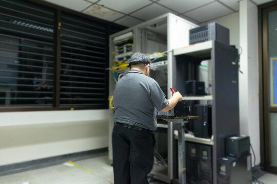 Admin data center technician performing server maintenance.