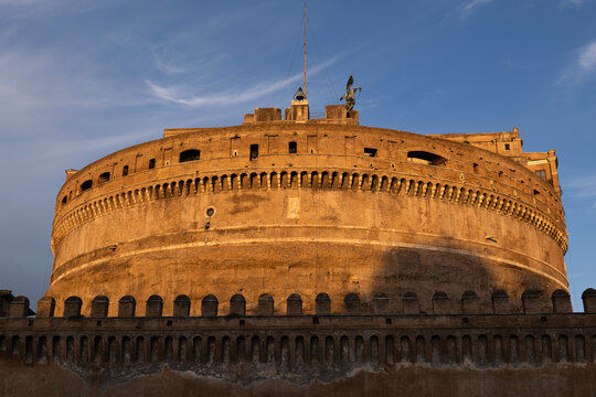 Italy, Rome, Castel Sant Angelo, Mausoleum of Hadrian at sunset