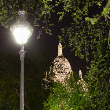 France, Ile-de-France, Paris, Basilica of Sacred Heart of Paris at night with street light in foreground