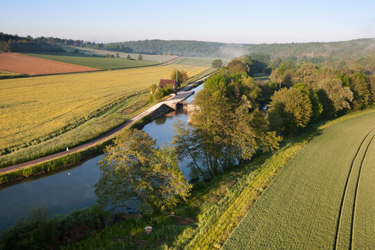 Aerial photograph of the Ravereau lock on the Nivernais and Yonne canal, municipality of Merry-sur-Yonne 89, in the Yonne department, Bourgogne-France-Comté region, France