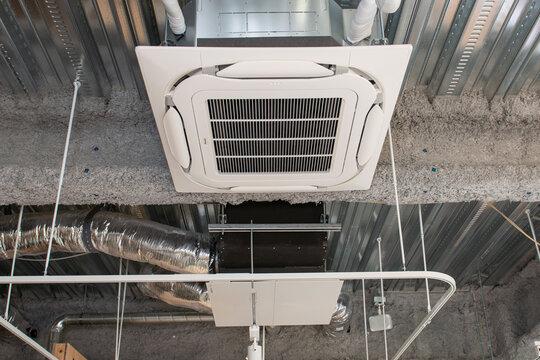 業務用エアコン 天井埋め込みカセット型