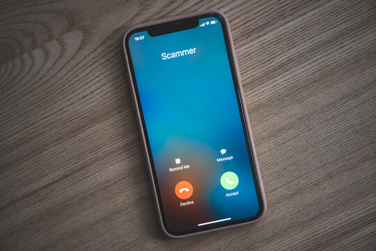 Incoming call from Scammer. Scam on phone and online