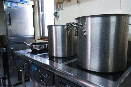 厨房内の調理器具