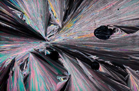 Crystalized hippuric acid under polarized light