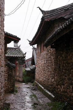 Ancient and primitive ancient village buildings, Lijiang, Yunnan. On a rainy day