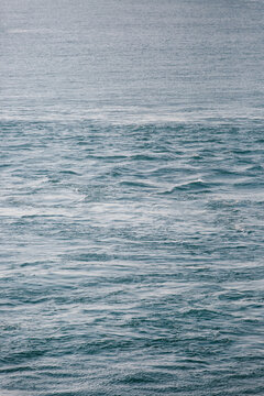 Currents in an otherwise calm ocean