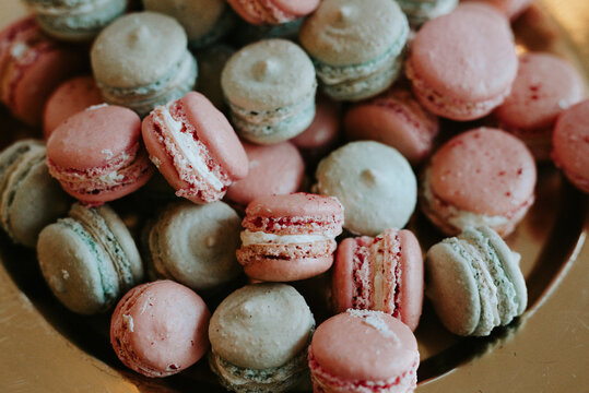 Glutenfree green and pink macarons