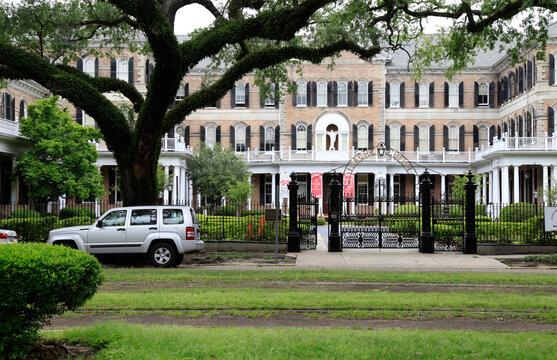 Schule, Studium Lehre im Viertel von New Orleans. New Orleans, Louisiana, USA  --   School, study apprenticeship in the New Orleans neighborhood. New Orleans, Louisiana, USA