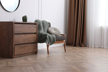 Obraz Modern living room with parquet flooring and stylish furniture - fototapety do salonu