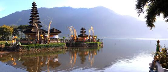 Wassertempel mit Bratan-See, Pura Ulun Danu Bratan, Bali, Indonesien, Asien, Panorama