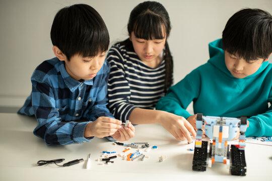 Elementary School Students Assembling Programming Robot