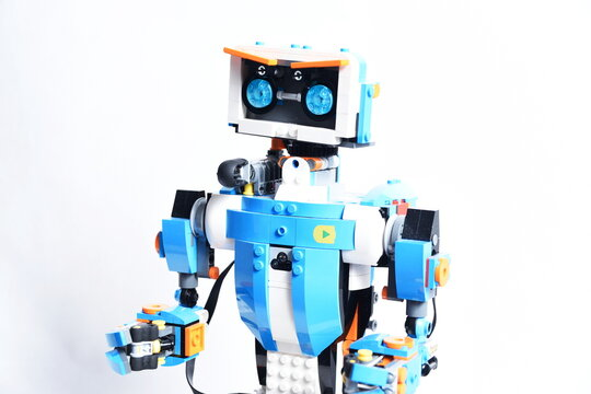 Lego Boost - lego robot Vernie. Smart toy that can be controlled by phone with bluetooth.