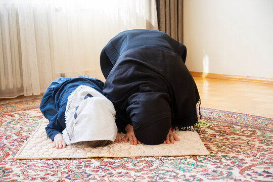 the young hicab woman and her daughter are praying. aid mubarak. ramadan