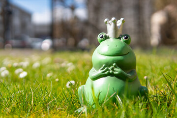figurine of a frog