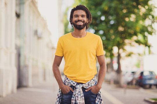 Photo portrait of young man wearing stylish outfit dreadlocks hairstyle smiling on street