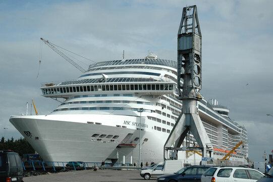 Construction of the MSC Splendida. Chantiers de l'Atlantique. Saint-Nazaire. France 2009.