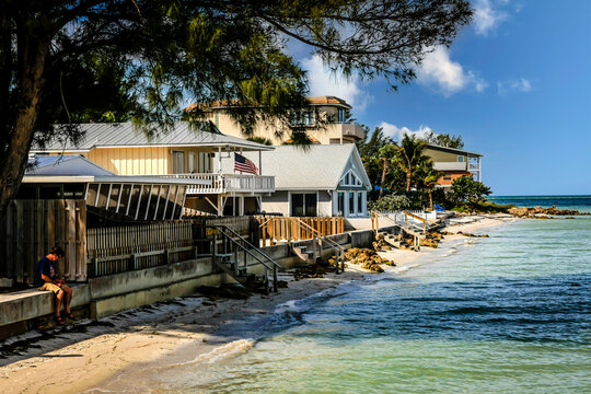 Waterfront homes on the shoreline of Anna Maria Island city overlooking the Gulf of Mexico in Florida