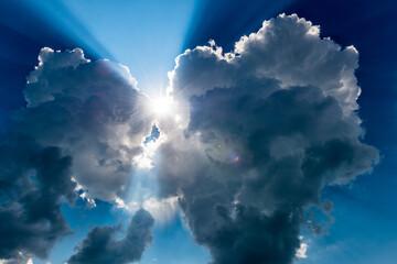 Fototapeta Sonne bricht duch Wolken obraz