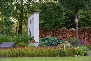 wiosenny ogród, piękny ogród, ogród, garden, beautiful garden, zielony ogród, nowoczesny ogród, ścianka w ogrodzie