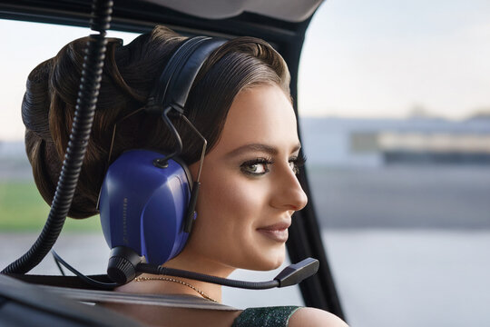The photo shows model Linda Schwarz (27) from Düsseldorf on a helicopter tour in Bottrop.