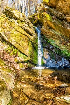 Senkreichter Wasserfall des Wäschbachs