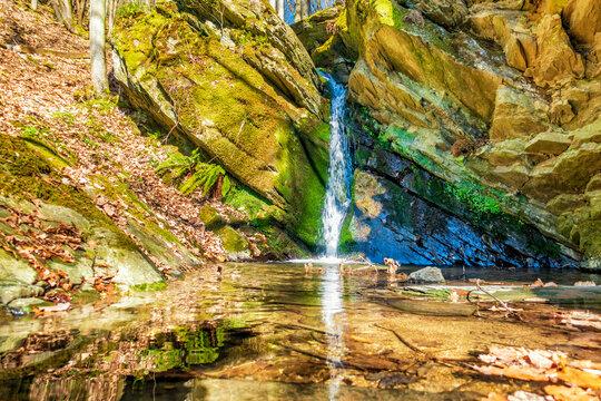 Kleiner Wasserfall in der Klamm des Wäschbachs