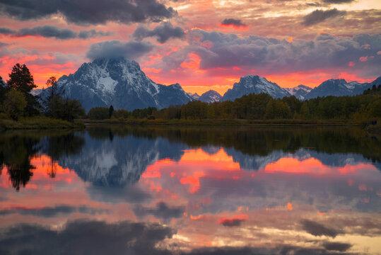 United States, Wyoming, Teton National Park, Sunset over Oxbow Bend in Grand Teton National Park