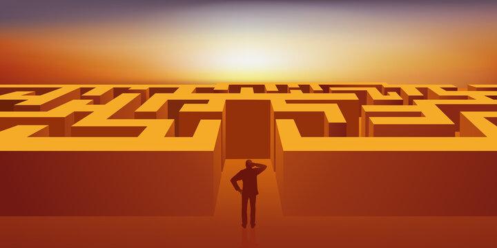Concept du labyrinthe, avec un homme qui s'interroge sur du chemin qu'il doit prendre pour trouver la sortie.