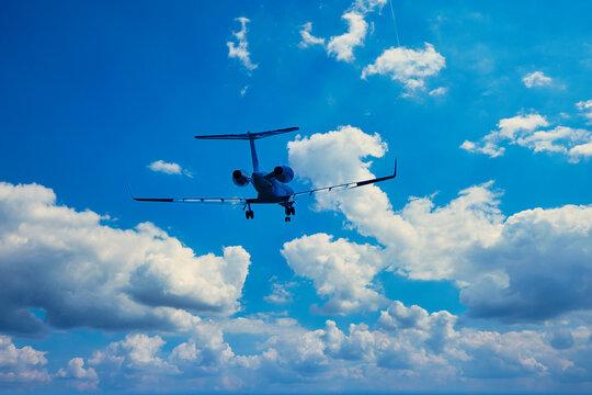 Learjet, Flugzeug, Wolken, Himmel, Landung, Flughafen, Ramstein