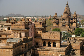 Fototapeta Detail of the Raj Mahal Palace with the temple of Chaturbhuj in the background in Orchha., Madhya Pradesh, India.