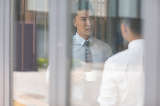 Confident businessmen talking in caf��