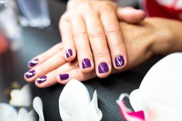 Obraz salon urody, paznokcie, dłonie - fototapety do salonu