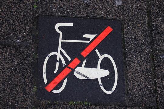 Le biciclette non possono parcheggiare qui
